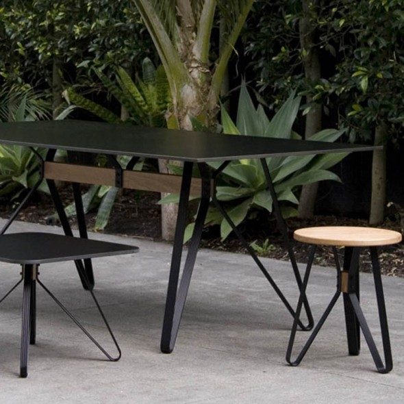 Monarch Table Outdoor Black in Situation