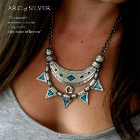 Arc of Silver Necklace Blue in Situation